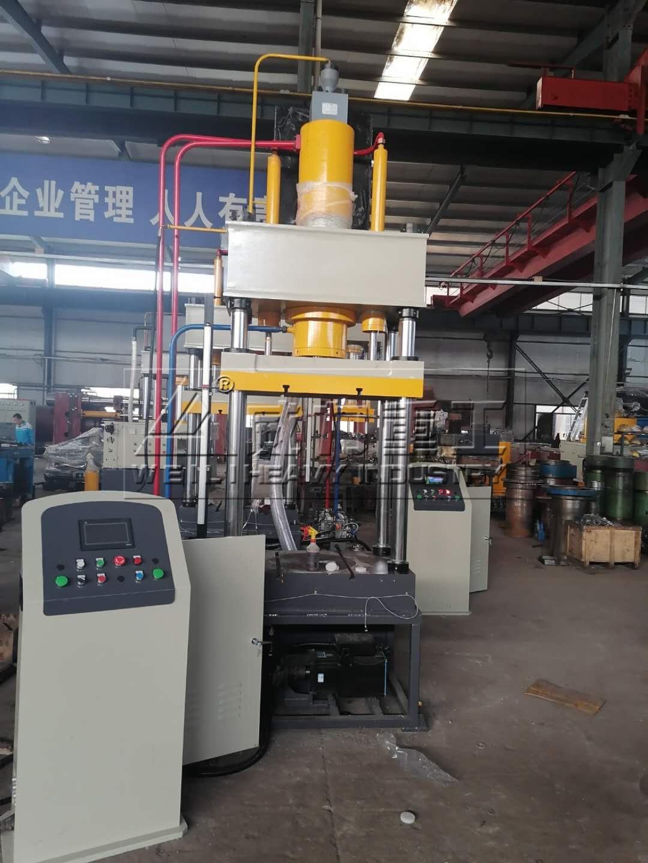 四柱液压机运行中的工作原理具体包括哪几个方面?