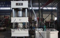 广东400吨三梁四柱液压机装车发货